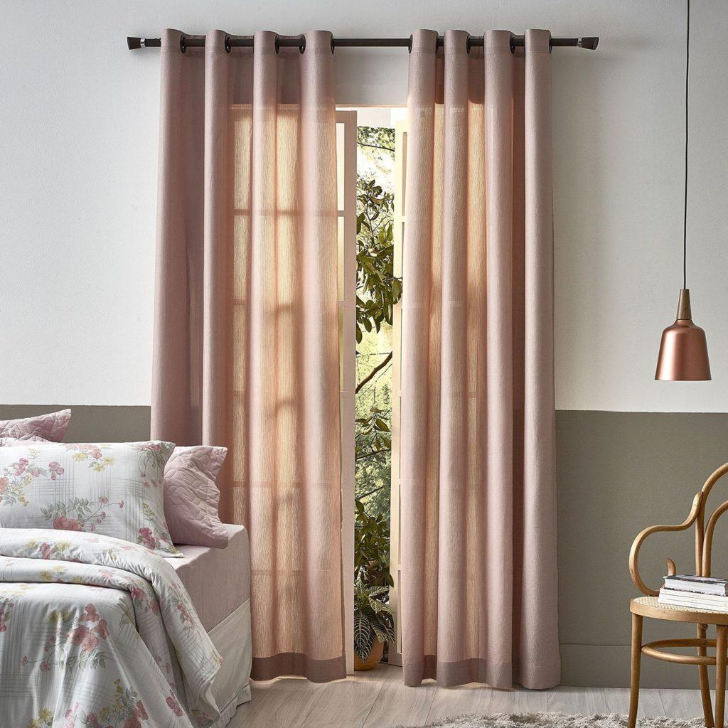 decoração com cortinas e almofadas